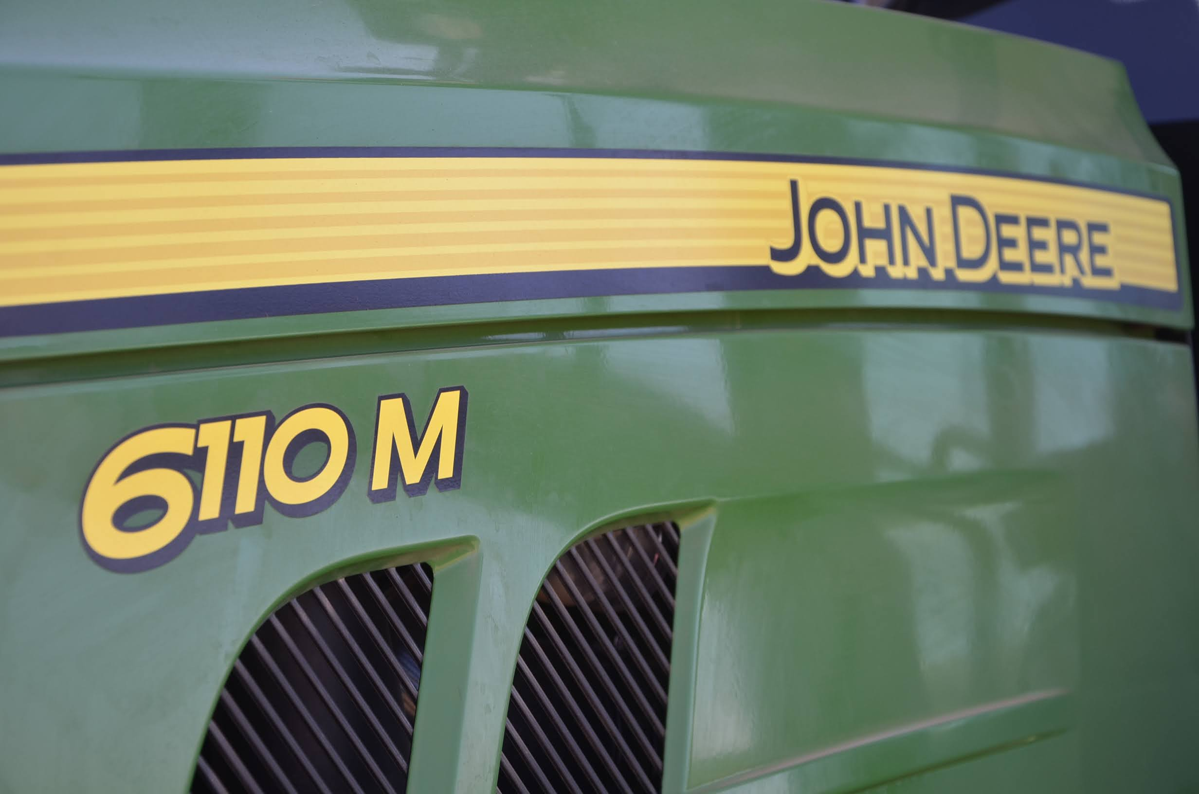 JohnDeere_6110M-04